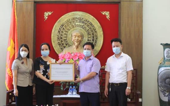 KOSEI trao tặng 25.000 gel rửa tay cho hai huyện: Yên Mỹ và Khoái Châu tại Hưng Yên